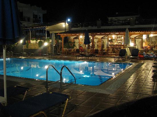 Andreas Hotel: Hotel Andreas at night