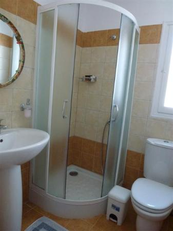 Lakki Village: salle de bains