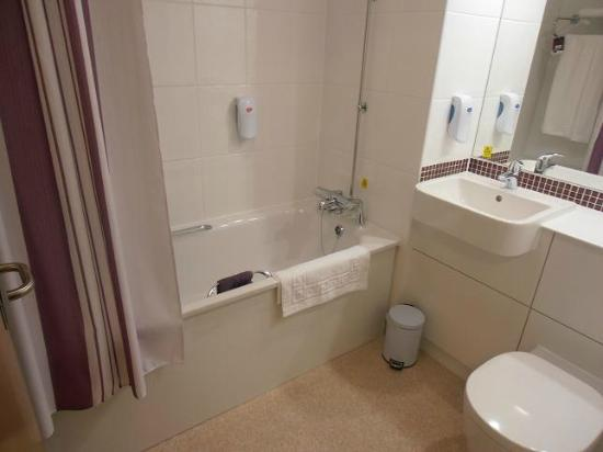 Premier Inn Edinburgh Airport (Newbridge) Hotel: Bathroom