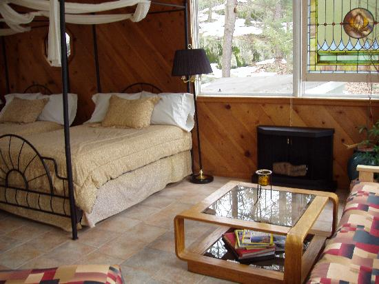 Inn the Woods Bed and Breakfast : TreeTop Suite