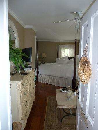 The Morning Glory Bed & Breakfast : 'Love Deeply' bedroom