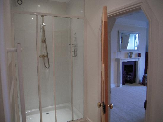 Clotworthy House B&B: Shower room , Double Room , first floor