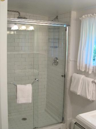 The Woodstock Inn on the Millstream: TWO PERSON SHOWER