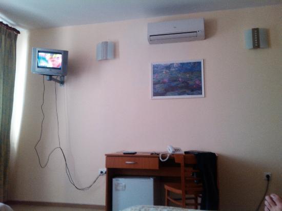 Hotel Ferihegy: Mini tv on the wall