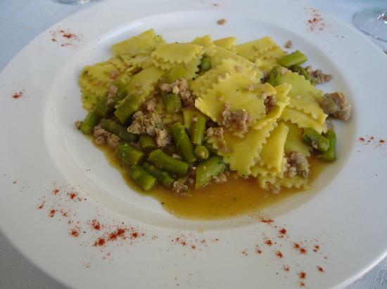 Al Chiostro: pasta fresca con salsiccia e asparagi verdi