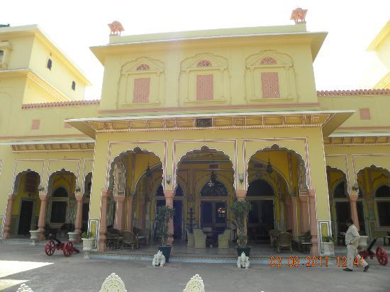 Narain Niwas Palace: palace entrance