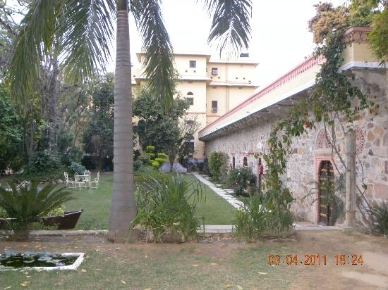 Narain Niwas Palace: the backyard