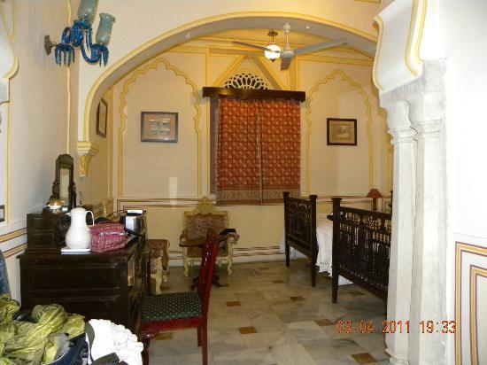 Narain Niwas Palace: room
