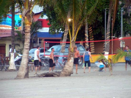 Clarita's Beach Hotel: Monday volleyball