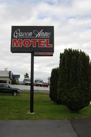 Queen Ann Motel: Sign