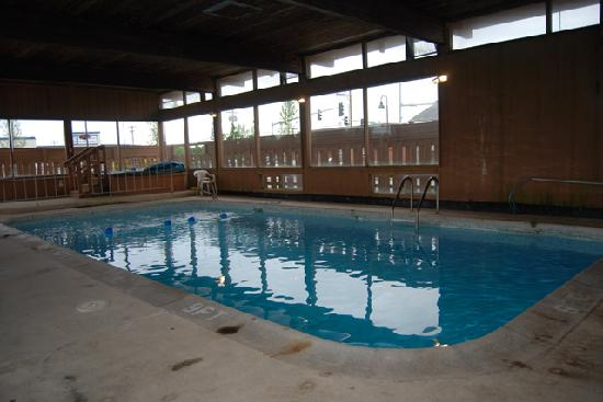 Oak Harbor Inn: Indoor Heated Pool