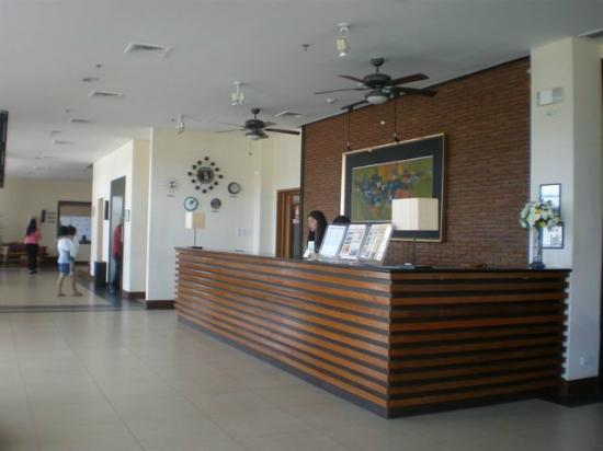 Hotel Kimberly: Reception desk