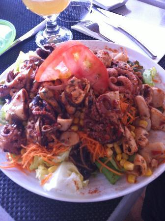 Le 24 : salade aux fruits de mer marinés