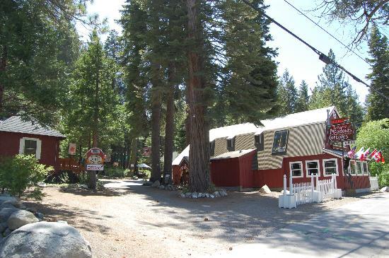 Tahoma Meadows B&B Cottages: Entrance