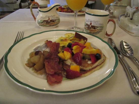 The Inn at Mount Vernon Farm: breakfast
