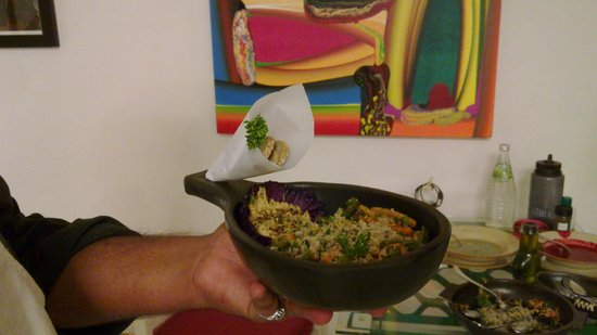 tattva - Art & Fresh Organic Kitchen : lunch with the best... here, the chef brings me a nice platter to dine with Bose Krishnamachari!
