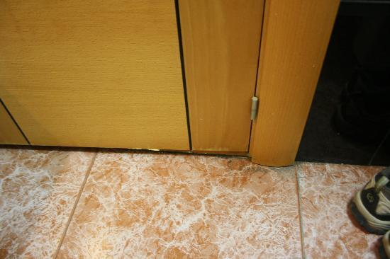Reino de Granada Hotel: cantos sujos