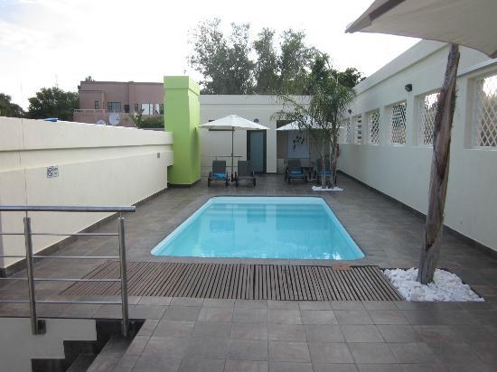 Galton House: Pool deck