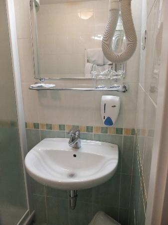 Hotel Mrak: Sink