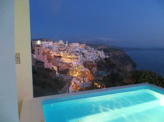 Kastro Suites Santorini: Fira at night