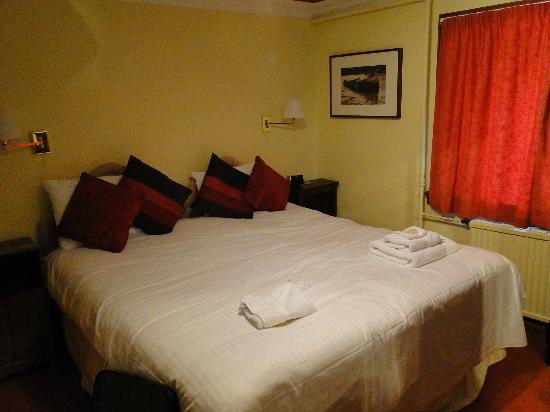 Kinlochewe Hotel: Updated bedroom