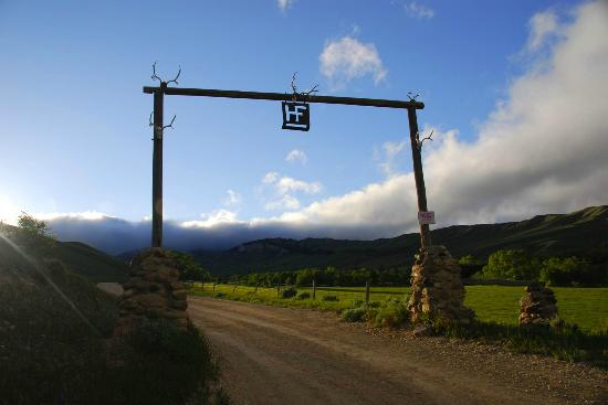 HF Bar Ranch: Gate