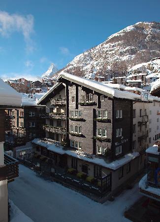 Hotel Walliserhof Zermatt: WINTER AT DAY TIME
