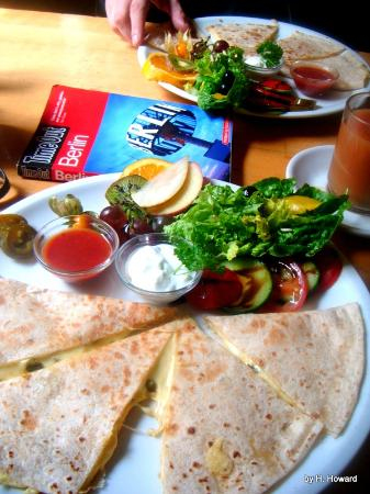 Rock'n'Roll Herberge: Amazing quesadilla brunch!