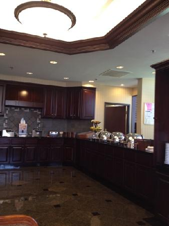 Drury Inn & Suites Springfield: large hot breakfast area
