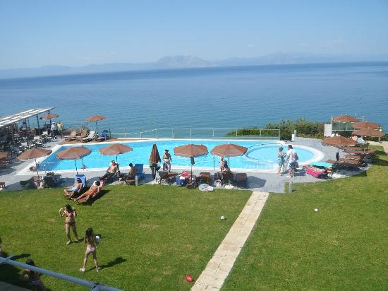 Niforeika Beach: pool area