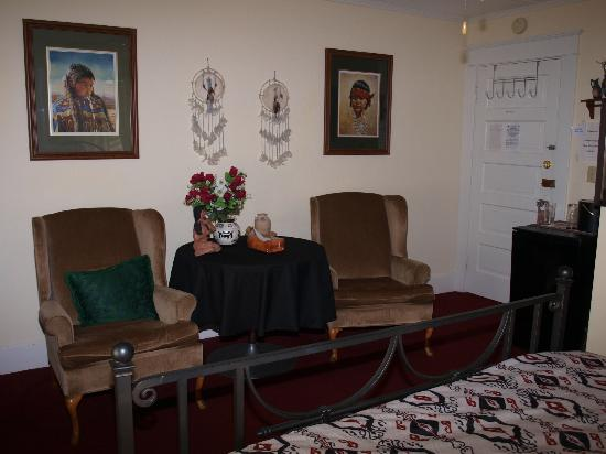 Bavarian Lodge Bed and Breakfast: Southwestern Room