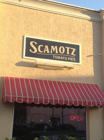 Scamotz Tomato Pies: fantastic pizza in strip mall