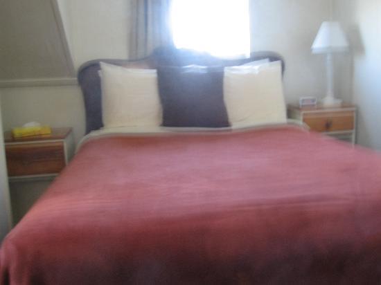 Victoria House: Room 10 (Double Shared Bath)