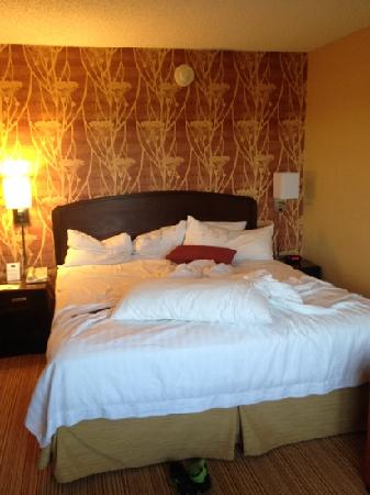 Courtyard by Marriott Pleasant Hill: Comfortable bed