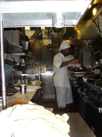 Cafe 163: Told you the kitchen is small!!