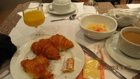 Pavillon Porte de Versailles: Buffet Breakfast