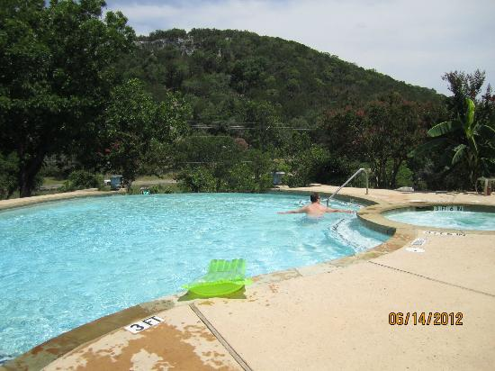 Medina Highpoint Resort: The infinity edge pool with a view of it's own! 