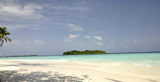 Biyadhoo Island Resort : Beach 8