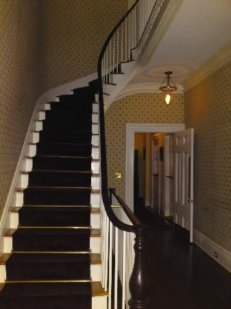 Jared Coffin House: Entry Foyer