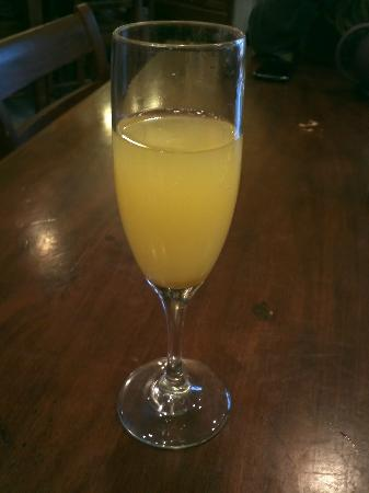 Babblin' Babs Bistro: Chef William makes great mimosas