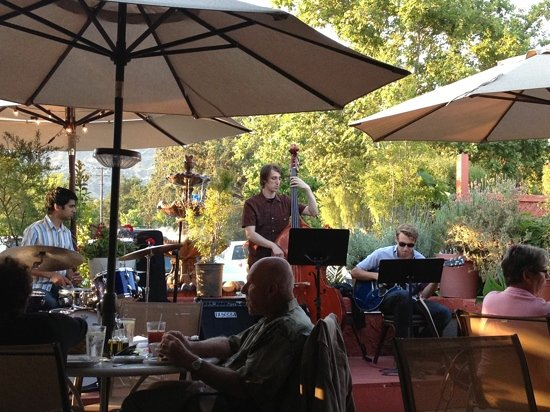 Il Giardino Ristorante: band playing, featuring saxophone player had already left.