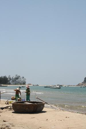 Princess D'An Nam Resort & Spa: local fishermen on the beach