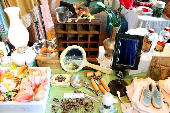 Portland Flea-for-All: lots of vintage and antique stuff