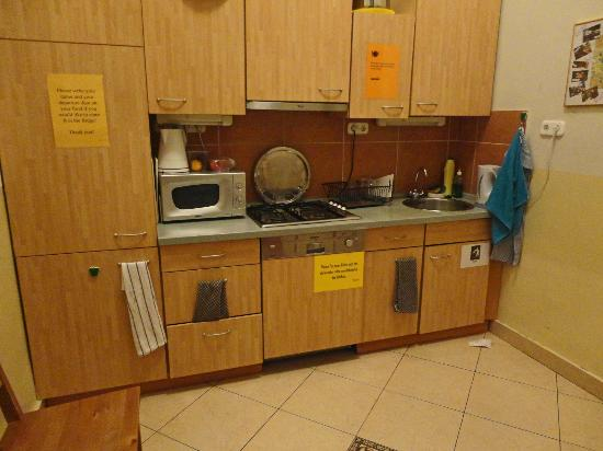 Maverick Hostel: Kitchen