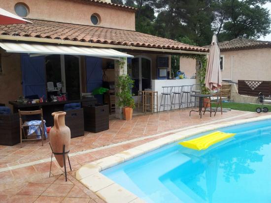 Villa-Bellebo : Bar dining area