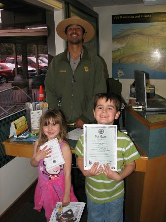 Aloha Junction Bed and Breakfast: Receiving the Junior Ranger Certificate at the Visitors Center