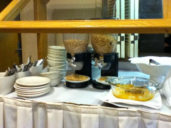 Rio Sands Hotel: Breakfast Cereals and Fruit