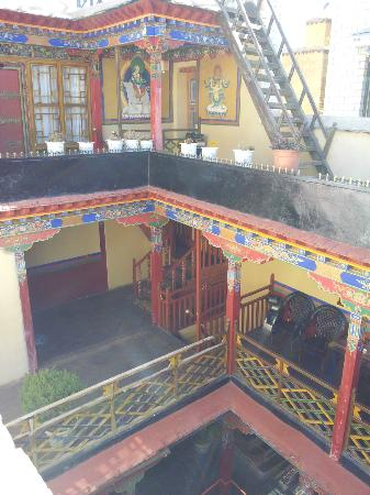 Lingtsang Boutique Hotel : Hotel atrium