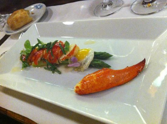 L'Ecailler du Palais Royal: salade de homard et pointe verte
