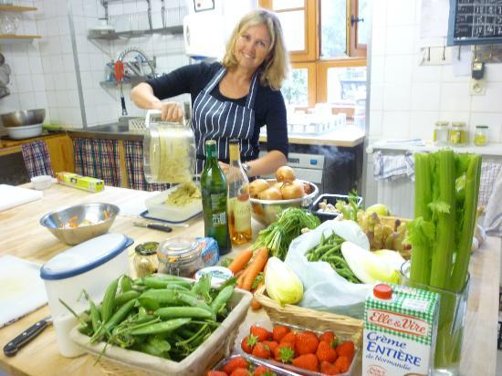 Le Chevrefeuille Cookery School: Lots of fresh produce